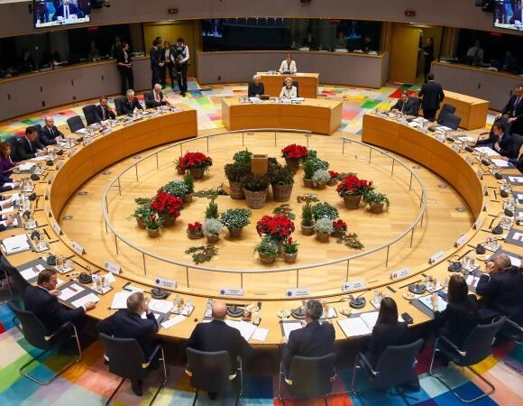 POLITICO: Τα πέντε εμπόδια για το μεγάλο ευρωπαϊκό συμβιβασμό στο ταμείο ανάκαμψης