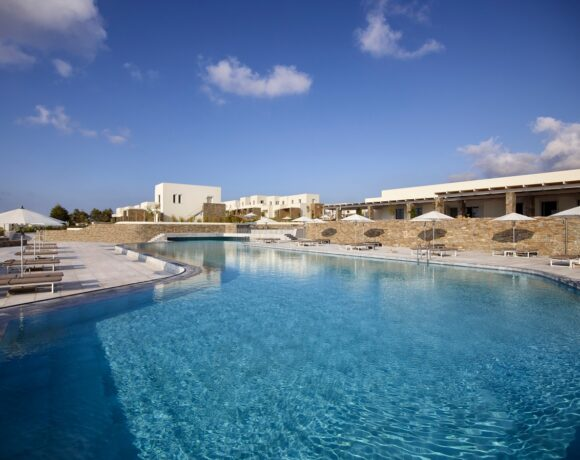 Summer Senses Luxury Resort Welcomes its Guests to Paros
