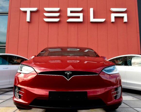 Tesla: Απώλειες 18 δισ