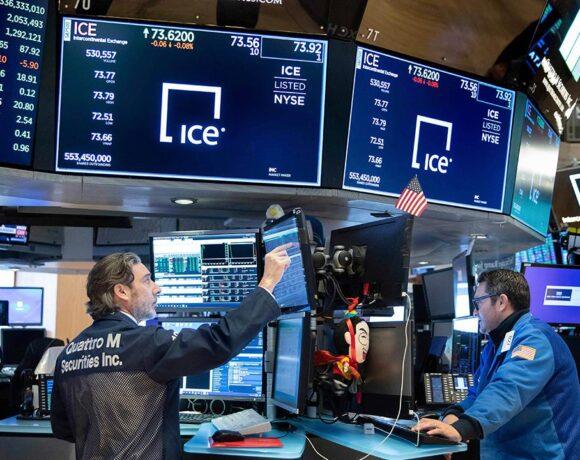 Wall Street: Ράλι με το βλέμμα στην Κίνα