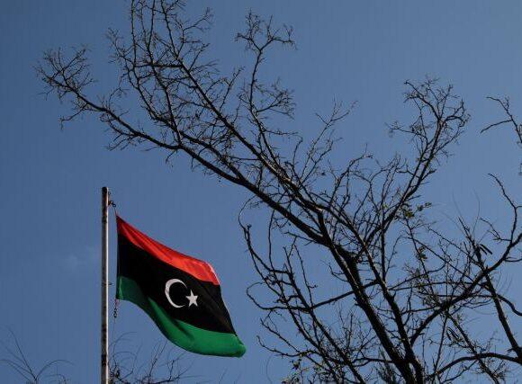 Έρχονται κυρώσεις για όσους παραβιάζουν το εμπάργκο όπλων στη Λιβύη