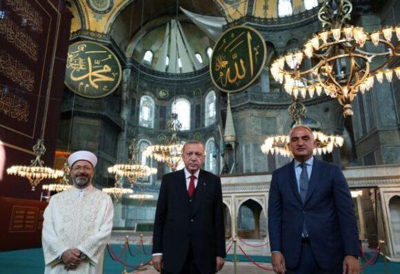Αγία Σοφία : Ποιος είναι ο Αλί Ερμπάς, ο επικεφαλής με το οθωμανικό ξίφος