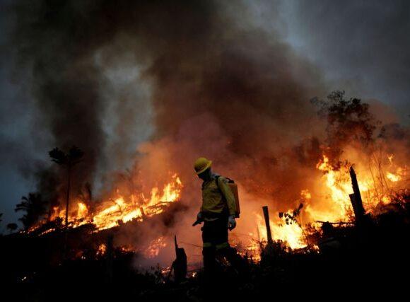 Αγωνία για τον Αμαζόνιο : Ξανά στις φλόγες ο «πνεύμονας» του πλανήτη