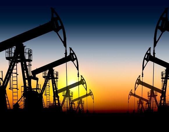 Απώλειες το πετρέλαιο κι ενώ ο τυφώνας Λόρα πλήτει τις πλατφόρμες στις ΗΠΑ