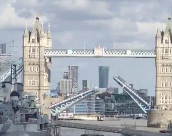 Ασυνήθιστο θέαμα: Κόλλησε η Γέφυρα του Λονδίνου