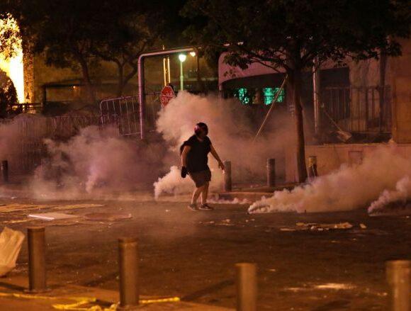 Βηρυτός : Δακρυγόνα κατά των εξοργισμένων διαδηλωτών