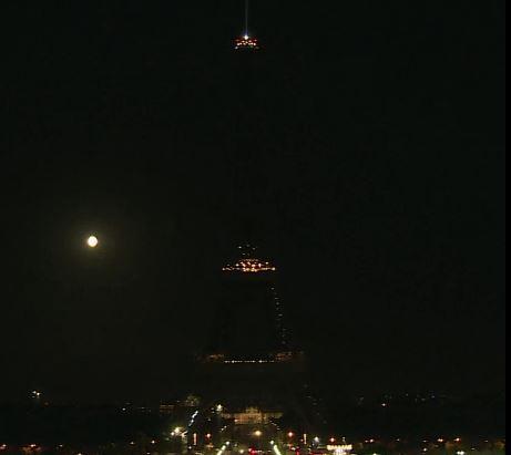 Βηρυτός : Ο πύργος του Άιφελ έσβησε τα φώτα του προς τιμήν των θυμάτων