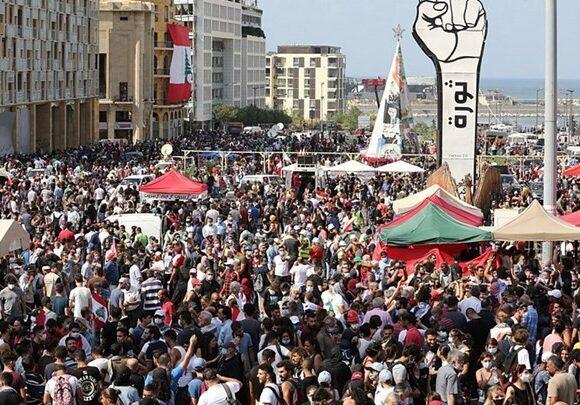 Βηρυτός: Χρήση δακρυγόνων κατά διαδηλωτών που προσπάθησαν να μπουν στο κοινοβούλιο