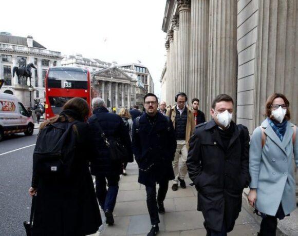Βρετανία: Μείωση θανάτων από κορωνοϊό κατά 5
