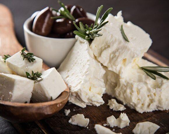 Εξαιρούνται τα ελληνικά τυριά από τους αμερικανικούς δασμούς σε προϊόντα της ΕΕ