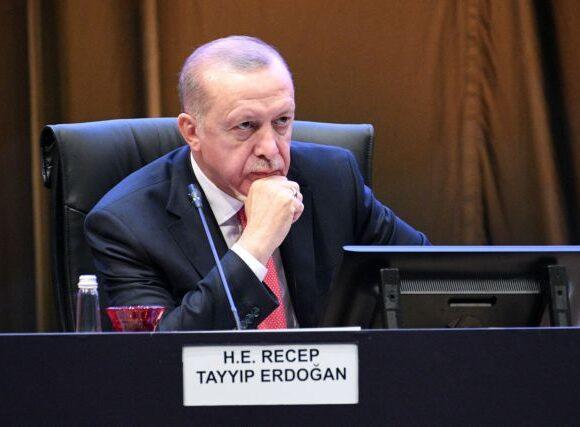 Ερντογάν κατά Μακρόν – Τον κατηγορεί για «αποικιοκρατικές» βλέψεις στον Λίβανο
