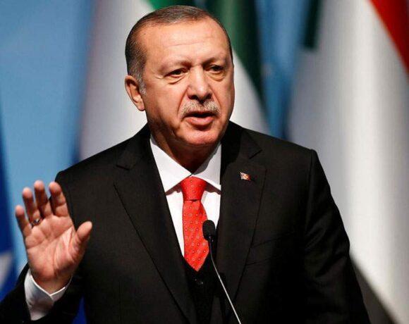 Η ελεύθερη πτώση της λίρας και η στρατηγική της έντασης του Ερντογάν