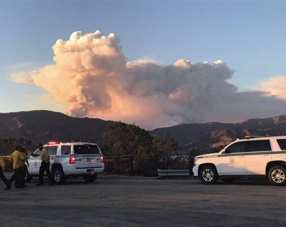 ΗΠΑ : Γιγαντιαία φωτιά στην Καλιφόρνια – Εκκενώνονται σπίτια