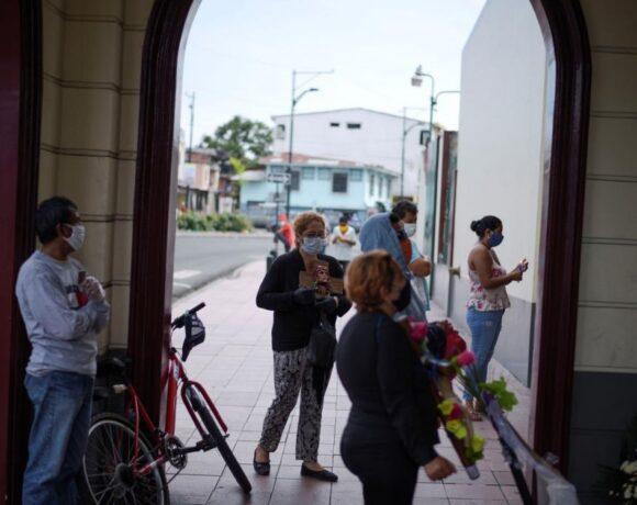 Ισημερινός : Πάνω από 100