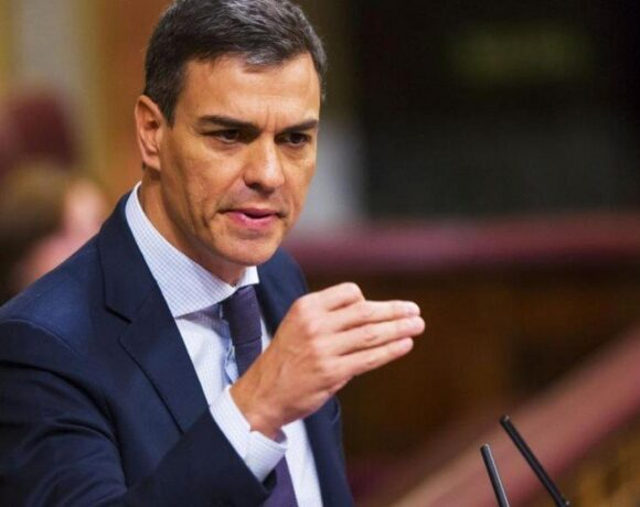 Ισπανία: Δηκτικό σχόλιο Σάντσεθ για τη φυγή του τ