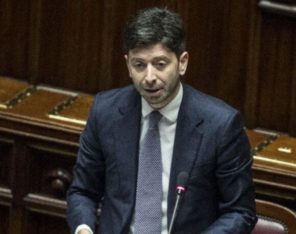 Ιταλία: Υποχρεωτική η χρήση μάσκας σε κλειστούς χώρους