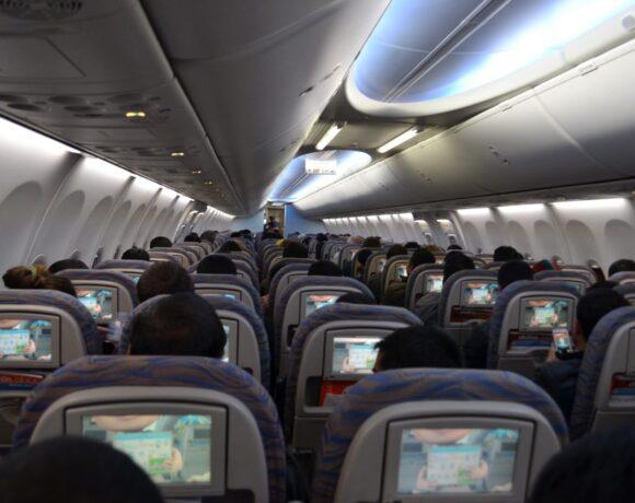 Κι όμως, η πιθανότητα να κολλήσεις COVID-19 στο αεροπλάνο είναι πολύ μικρότερη από όσο νόμιζες – Μελέτη του ΜΙΤ