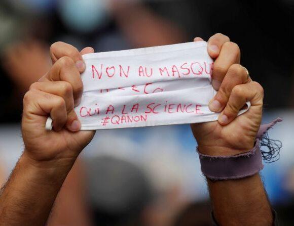 Κοροναϊός – Γαλλία : Διαμαρτυρηθείτε για τις μάσκες, αλλά… φορώντας μάσκα