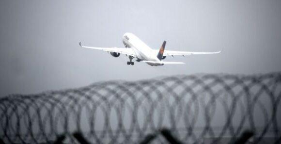 Κοροναϊός: Νέα ταξιδιωτική οδηγία ΗΠΑ για Ελλάδα – Αποφύγετε τα ταξίδια, υψηλός κίνδυνος μόλυνσης
