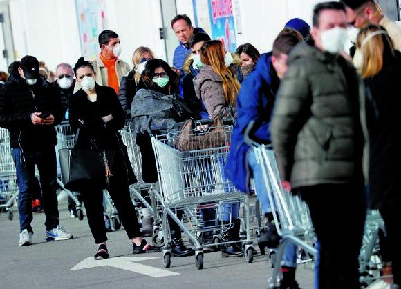 Κοροναϊός: Ξεφεύγει η κατάσταση στην Ιταλία – 925 εστίες μόλυνσης στη χώρα