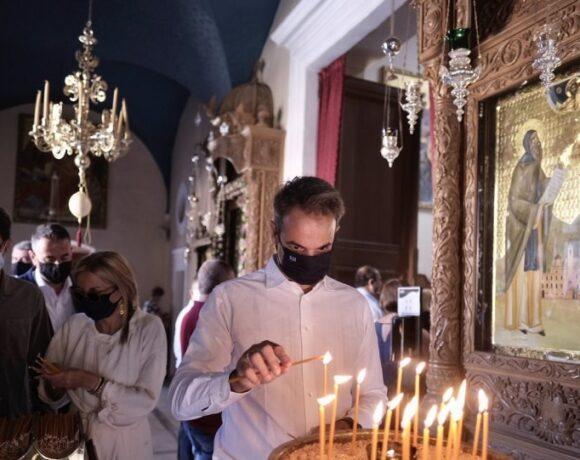 Μητσοτάκης: «Γιορτάζουμε την Παναγία, προστατεύοντας την ζωή μας και την υγεία του διπλανού μας»