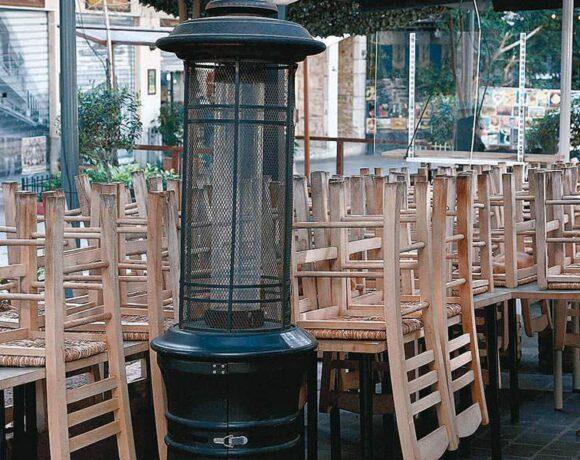 Νέα μέτρα: Μειωμένο ωράριο για μπαρ και εστιατόρια – Αναβάλλεται η ΔΕΘ