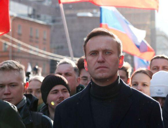 Ναβάλνι: Αρνείται τις κατηγορίες το Κρεμλίνο – Δεν θέλει να διαταραχθούν οι σχέσεις του με τη Δύση