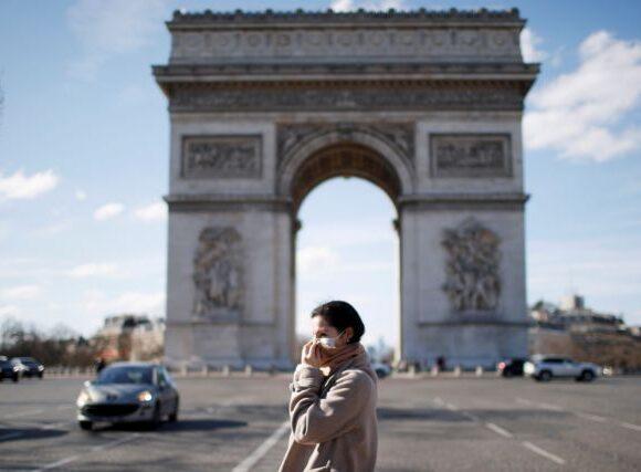 Παρίσι: Σχεδιάζει τη χρήση μάσκας και σε εξωτερικούς χώρους