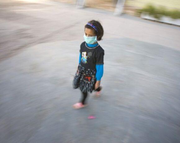 ΠΟΥ : Νέες οδηγίες για τις μάσκες στα παιδιά – Από ποια ηλικία επιβάλλεται να φορούν