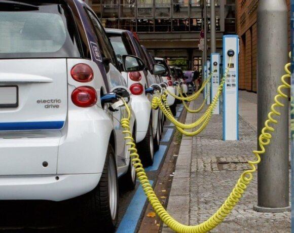 Πρεμιέρα σήμερα στην ηλεκτροκίνηση – Ανοίγει η πλατφόρμα για τις αιτήσεις