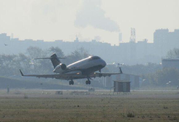 Προσγειώθηκε στο Βερολίνο το αεροπλάνο που μετέφερε τον Ναβάλνι – Σταθερή η κατάστασή του