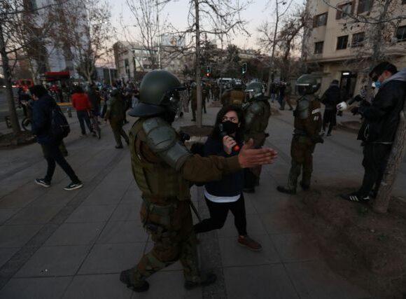 Χιλή : Aστυνομική βία με πρόσχημα τον κοροναϊό στις διαδηλώσεις κατά της πείνας
