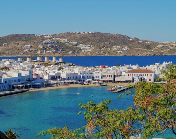 Greece Suspends Building Permits Outside Planning Zones on Mykonos and Santorini