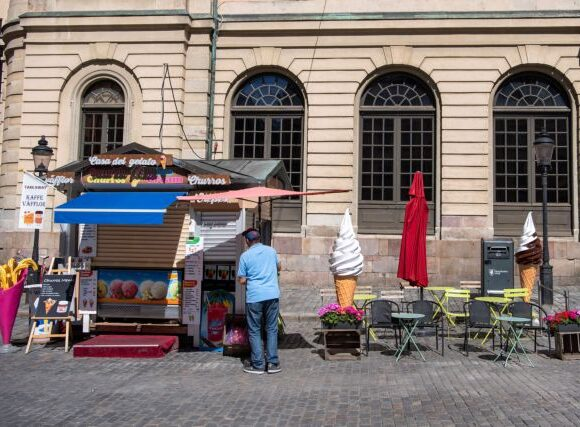 H Σουηδία δεν κατάφερε να σώσει ούτε την οικονομία της, παρά την αποφυγή του lockdown