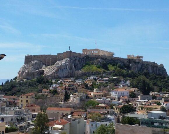 Moody's: Greece's Debt Durable Despite Tourism Decline