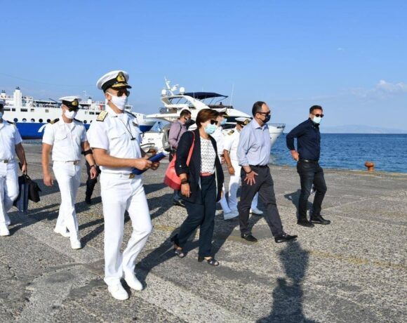 Shipping Minister Inspects Covid-19 Measures at Ports of Argosaronic Islands