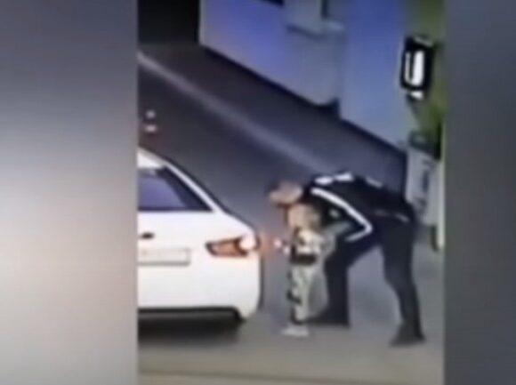 Ανατριχιαστικό βίντεο: Καρέ καρέ η απαγωγή 4χρονης σε βενζινάδικο