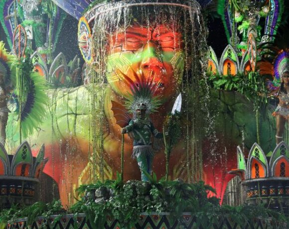 Βραζιλία : Ο κοροναϊός τελείωσε… και το καρναβάλι του Ρίο
