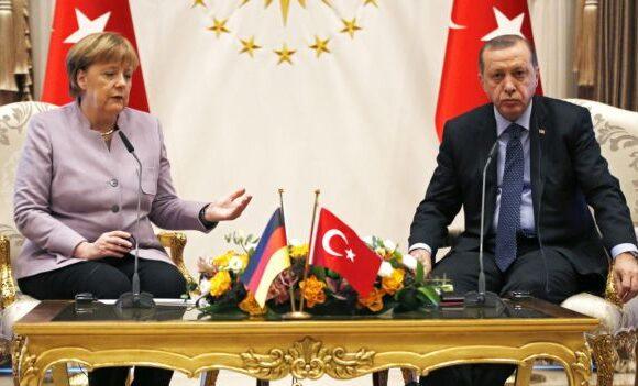 Επικοινωνία Ερντογάν – Μέρκελ: «Απαράδεκτο να στηρίζετε την εγωιστική στάση της Ελλάδας»