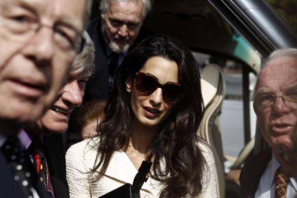 Ηχηρή παραίτηση της Αμάλ Κλούνεϊ από τη βρετανική κυβέρνηση με «πυρά» κατά Τζόνσον