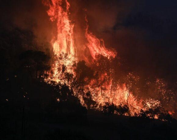 Κεφαλονιά: Μεγάλη πυρκαγιά σε πλήρη εξέλιξη στην περιοχή Αννινάτα