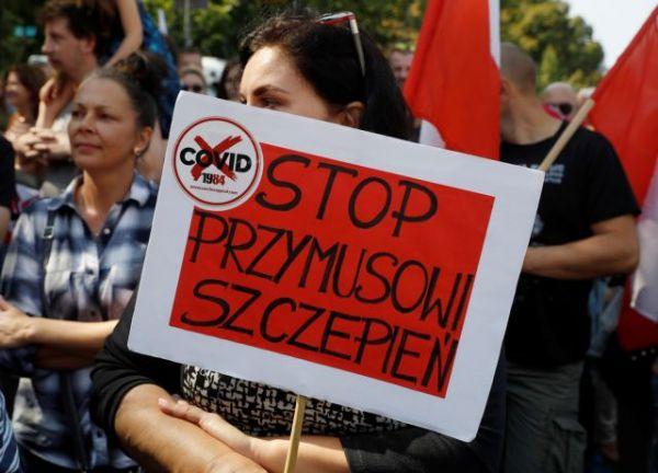 Κοροναϊός : Διαδηλώσεις κατά των μέτρων, των μασκών και των εμβολίων στην Πολωνία