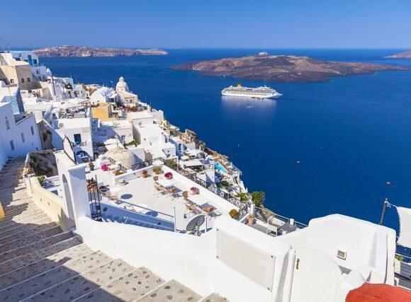 Κοροναϊός: Η Βρετανία βάζει σε καραντίνα ταξιδιώτες από επτά ελληνικά νησιά