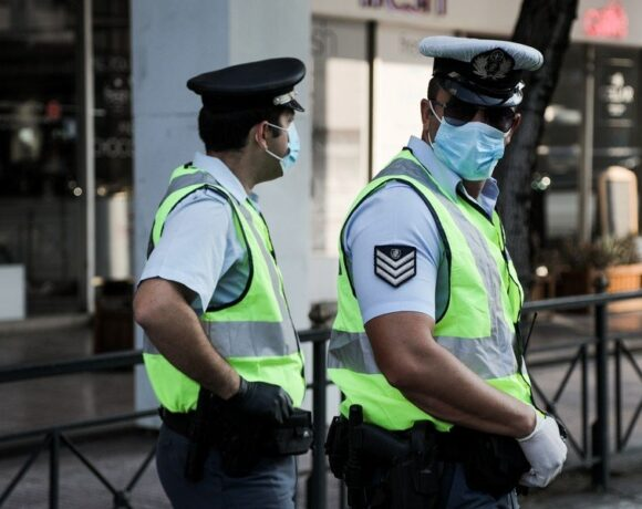 Κορωνοϊός: Πρόστιμα, «λουκέτα» και συλλήψεις για τη μη τηρηση των μέτρων