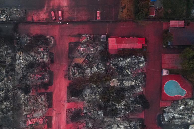 Κόλαση στις ΗΠΑ : Πύρινος όλεθρος με δεκάδες νεκρούς και αγνοούμενους – Χιλιάδες άστεγοι, στάχτη, καπνός και κοροναϊός