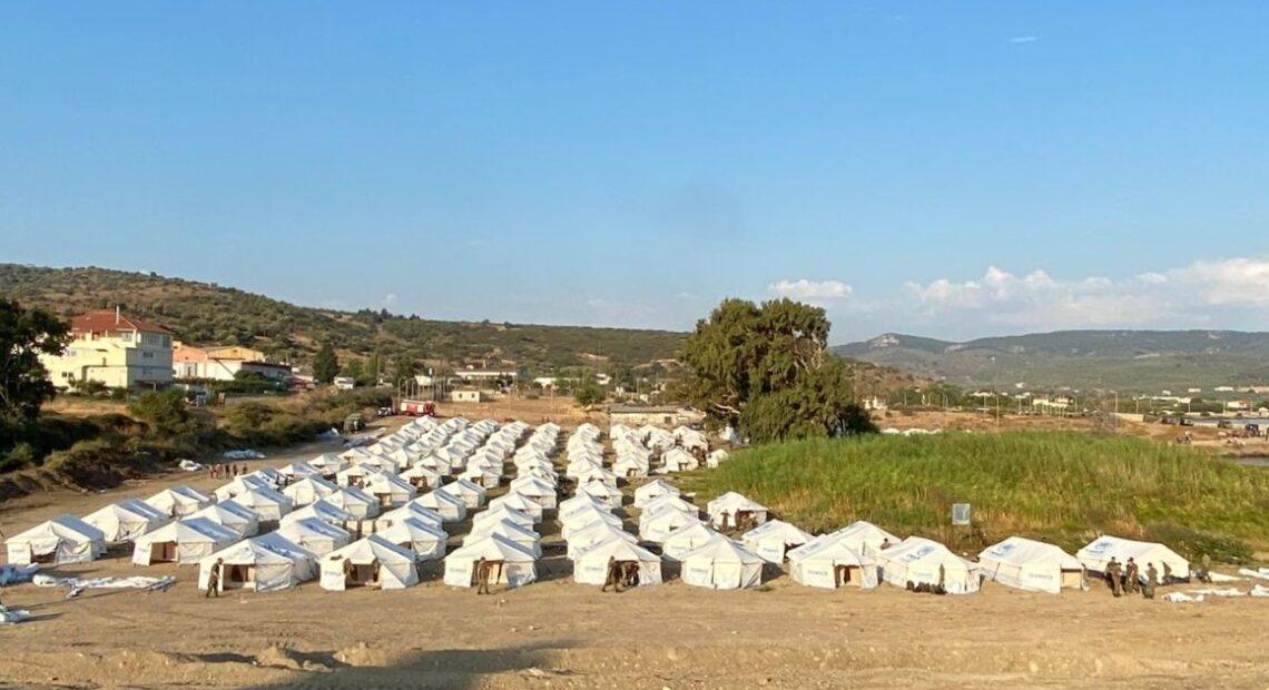 Λέσβος: Μεταφέρονται στο νέο καταυλισμό οι μετανάστες – Ξεκίνησε η καταγραφή στο Πεδίο Βολής του Καρά Τεπέ