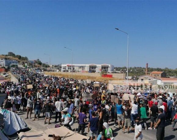 Λέσβος: Πετροπόλεμος μεταξύ μεταναστών και ΕΛΑΣ στο Καρά Τεπέ
