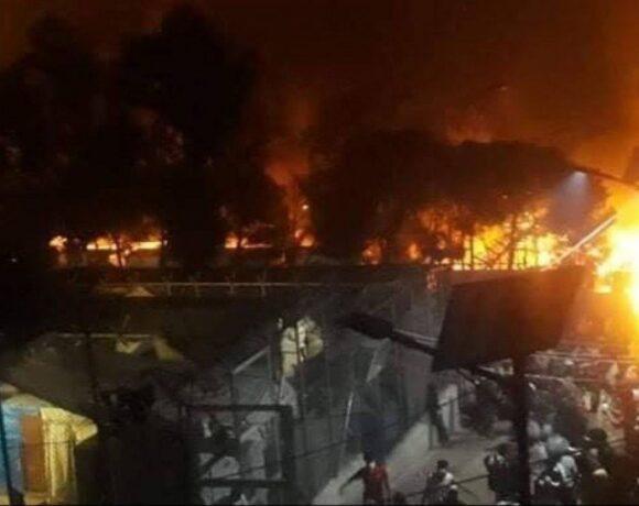 Νέα φωτιά στη Μόρια στους δρόμους οι πρόσφυγες