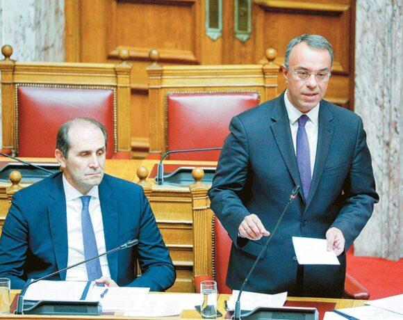 Οδηγός επιβίωσης: Πώς θα πληρωθούν παλαιοί και νέοι φόροι €10 δισ.