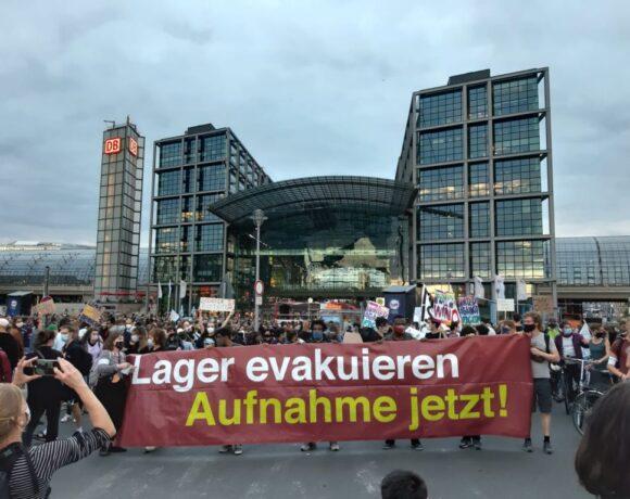 Πορεία διαμαρτυρίας στο Βερολίνο για τη Μόρια